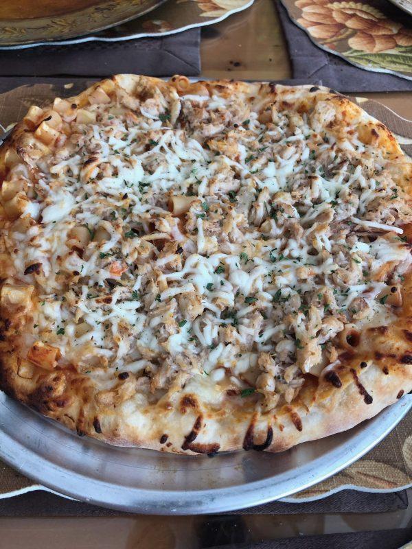 boaggios-clam-sauce-pizza