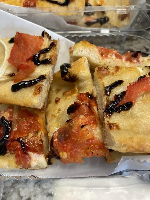 boaggios tomato onion bruschetta pizza
